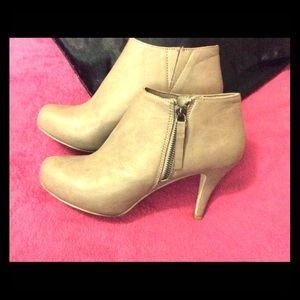 Madden girl size 9 zip up booties heels new